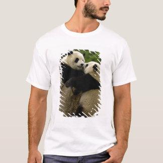Giant panda babies (Ailuropoda melanoleuca) T-Shirt