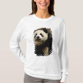 Giant panda baby Ailuropoda melanoleuca) T-Shirt