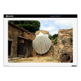 "Giant scallop shell, El Camino 17"" Laptop Decal"