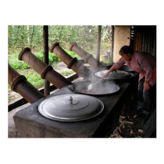 Gigante que cocina los potes/la provincia de Yunna Postales