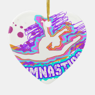 Gimnasia enrrollada de los chicas de la pintada adorno navideño de cerámica en forma de corazón