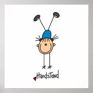 Gimnasta que hace Handstands Posters