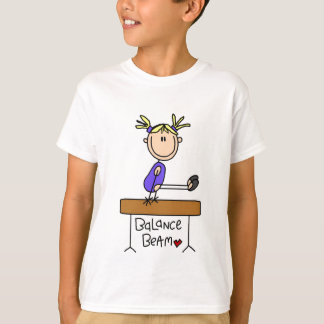 Gimnasta rubio del chica en las camisetas y los