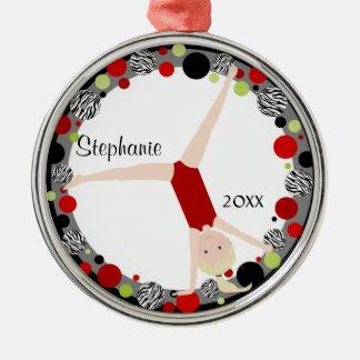 Gimnasta rubio en rojo, negro y verde adorno navideño redondo de metal