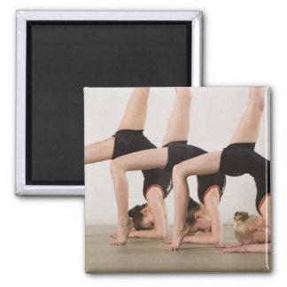 Gimnastas que presentan upside-down imán para frigorifico