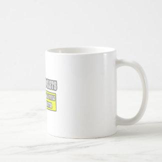 Ginecólogos… mucho más elegantes taza básica blanca