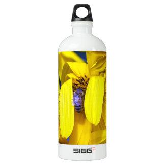 Girasol amarillo, abeja azul