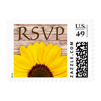 Girasol amarillo de RSVP en la madera rústica del Sello Postal