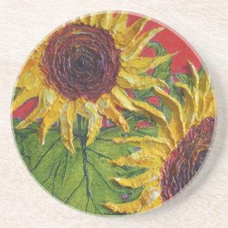 Girasol amarillo en el práctico de costa rojo posavasos personalizados