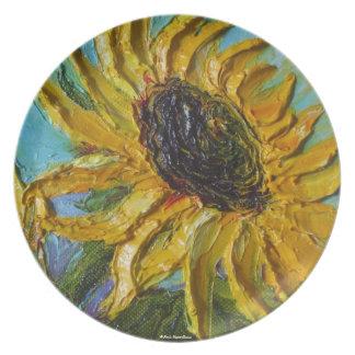 Girasol amarillo en la placa azul platos de comidas