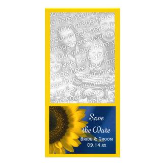 Girasol amarillo en reserva azul del boda la fecha tarjetas fotograficas