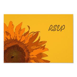 Girasol anaranjado en la tarjeta amarilla de RSVP Anuncio