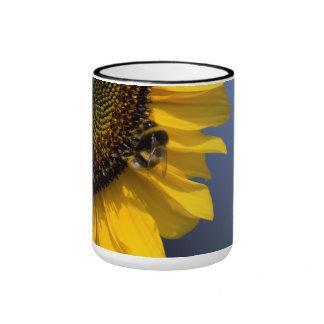 Girasol con abeja taza a dos colores