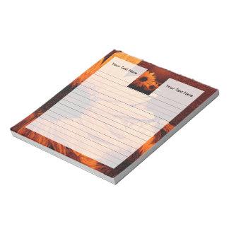 Girasol con la pintura al óleo roja del fondo bloc de notas