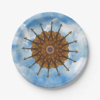 Girasol del violín en cielo azul nublado plato de papel 17,78 cm