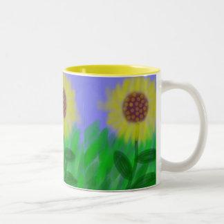 Girasol en una taza de café despejada del cielo