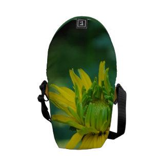 Girasol falso de florecimiento bolsa de mensajeria