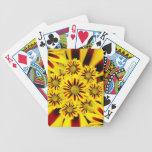 Girasol rayado amarillo y rojo de la margarita del barajas de cartas