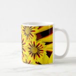 Girasol rayado amarillo y rojo de la margarita del tazas de café