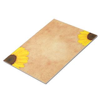 Girasoles amarillos en la libreta de papel vieja m libretas para notas