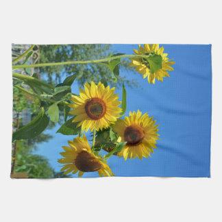 Girasoles amarillos hermosos toalla
