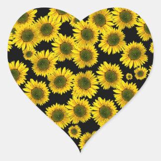 Girasoles amarillos pegatina en forma de corazón