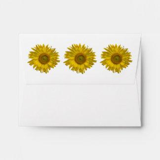 Girasoles amarillos que casan la tarjeta de la sobres