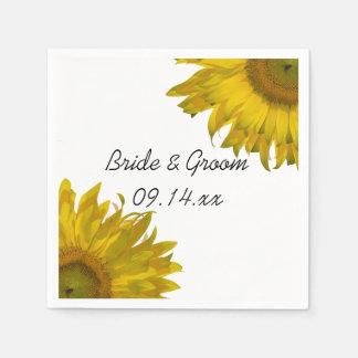 Girasoles amarillos que casan las servilletas de servilletas de papel