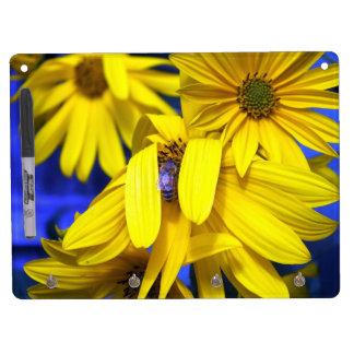 Girasoles amarillos, tablero seco del borrado de l pizarras blancas