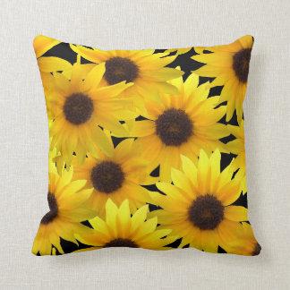 Girasoles audazmente soleados almohadas