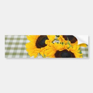 Girasoles en la guinga etiqueta de parachoque