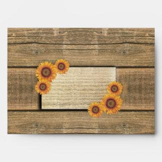 girasoles y sobres de madera del boda