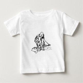 girl dawing heart baby T-Shirt