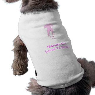 Girl de perro de los oídos abajo del perrito de la camisas de perritos