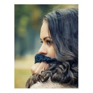 girl-looking-away postcard