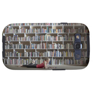 Girl reading by bookshelves samsung galaxy SIII case