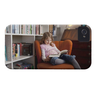 Girl reading by the bookshelf Case-Mate iPhone 4 case