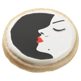 Girl with a beauty spot on chin round shortbread cookie