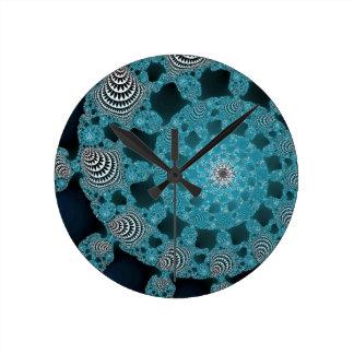 Giro blanco y negro azul del círculo del fractal d reloj redondo mediano