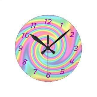 Giro del arco iris reloj redondo mediano