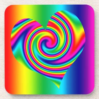 Giro en forma de corazón del arco iris posavaso