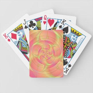 Giro en naipes rosados y amarillos barajas de cartas