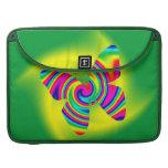 Giro formado mariposa del arco iris fundas para macbooks