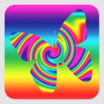 Giro formado mariposa del arco iris calcomanía cuadrada