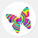 Giro formado mariposa del arco iris etiqueta redonda