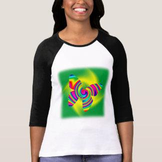 Giro formado mariposa del arco iris camiseta