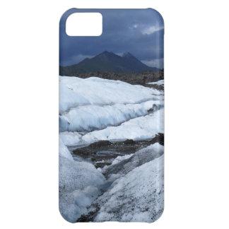 Glaciar y una montaña