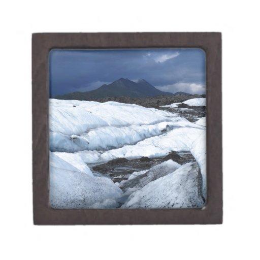 Glaciar y una montaña caja de joyas de calidad