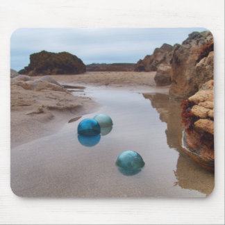 Glass floats on receding water mouse pad