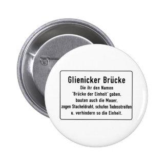 Glienicker Brücke, muro de Berlín, muestra de Pins